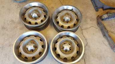 Set of 4 small bolt rallye wheels, with 72 center caps and decent trim rings.